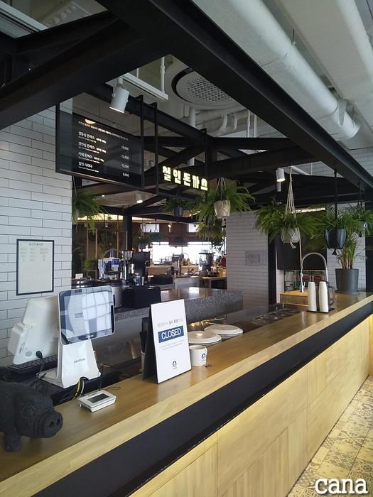 D-CAFE(7).jpg